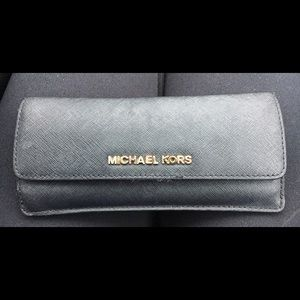 Black and Gold Michael Kors flat wallet ✨